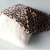 100 Polyester Leopard Print Flannel Pillow Shell