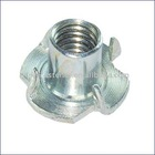 Tee nut with 4 prongs DIN1624