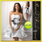 Hot Sale Taffeta Strapless Black And White Feather Hand-made Flower Ruffled Sexy Short Wedding Dresses
