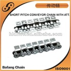 Short pitch conveyor chain with attachments