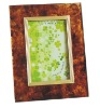 Pastes anchors the glass picture frame