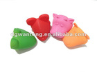 Animal shaped silicone oven mitten