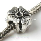 2012 New Wholesale and hot sale Charms Antique Silver Four Leaf Clover Metal Beads Fit Bracelets 8A001