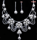 The bride's pearl earrings, necklaces,crowns cheap