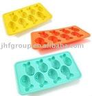 Bear-shaped silicone ice cube tray