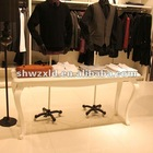 fashion white wooden display table/store garment exhibite wooden shelf