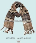 Men winter popular knitted scarf with contrast check pattern for Winter season