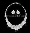 Gorgeous Crystals Diamonds Pearl Bridal Wedding Jewelry Necklace (COLORFOX-NL-032)