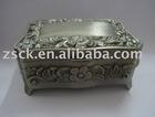metal vintage jewelry box (A-530)